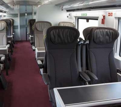 Poltronas maiores, ergonômicas e reclináveis, com mais espaço entre os assentos, tornarão a viagem mais confortável