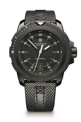 Alpnach Mechanical, com pulseira de nylon balístico, com detalhes de couro preto, e mostrador de aço revestido com PVD preto (241685) – R$ 5.647,00.