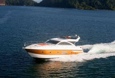 Cimatarra_560_Flybridge_Rio Boat Show 2015
