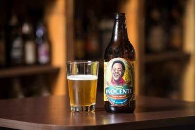"""SALVADOR, BAHIA, BRASIL: 29.06.2015 - Sessão de fotos dos sócios do Rhoncus - pub e beer store, e de """"compadre"""" Washington, para o lançamento da cerveja artesanal Inocente. Foto: João Alvarez"""