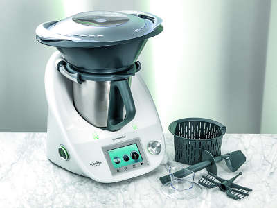 BC_Thermomix_product_shot_with_accessories_marble_TM-hpr