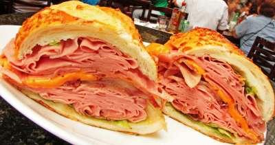 o premiado sanduíche Brazuca do bar Mortadela Brasil